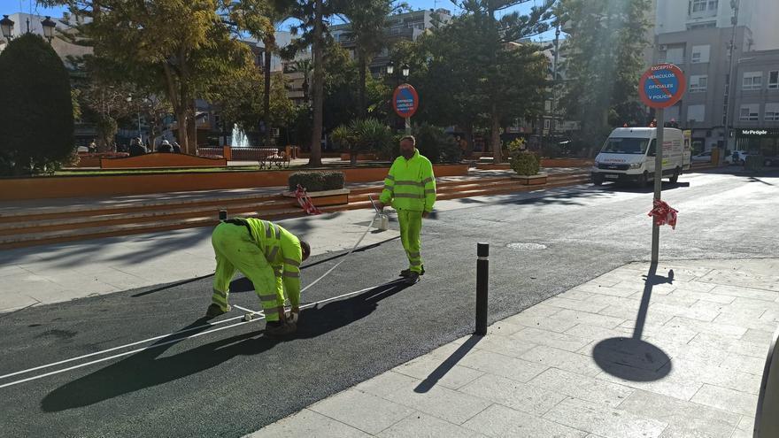 """El Ayuntamiento instalará bolardos para sustituir los bordillos """"pincharuedas"""" en las calles donde retira los adoquines"""