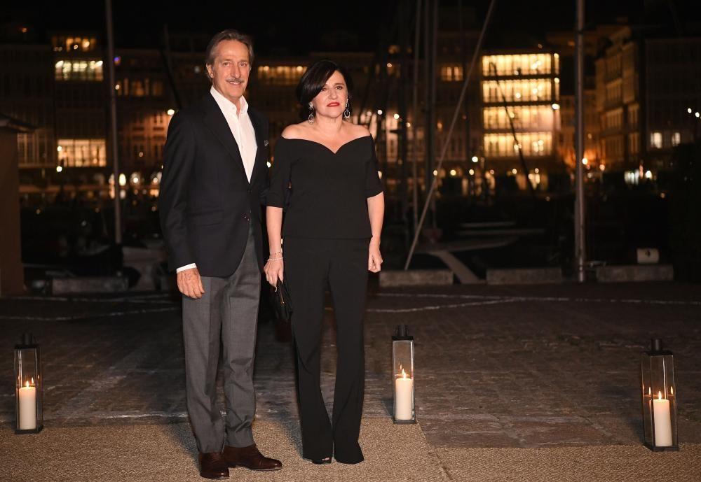 Roberto Torretta y su esposa Carmen Echevarría a su llegada al Real Club Náutico de A Coruña.