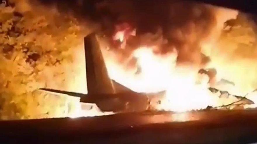 Mueren al menos 22 personas en un accidente de un avión militar en Ucrania