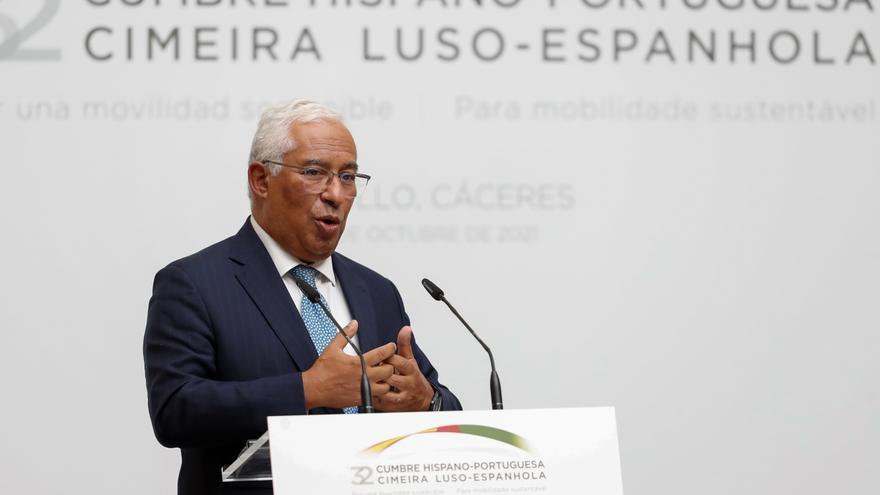 Costa evita hablar de la crisis en Portugal en su visita a Trujillo