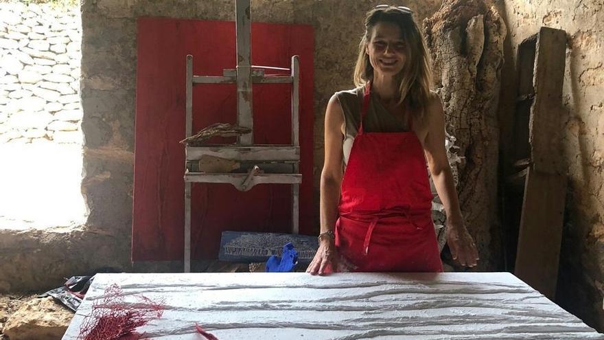 Júlia Ribas expone en el Club Diario de Ibiza sus últimas obras bajo el título de 'Racons'