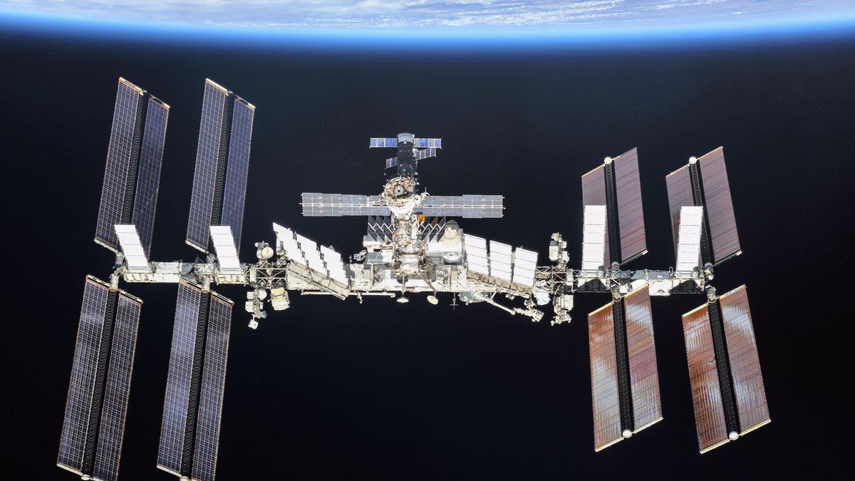 La Estación Espacial Internacional se divisará como un punto de luz cruzando el cielo a gran velocidad.