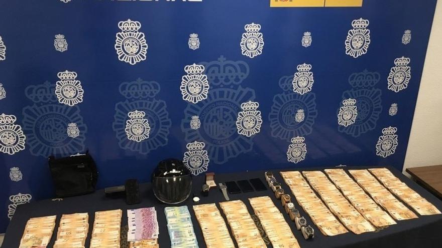Tres detenidos por robar 130.000 euros a un hombre al que maniataron y agredieron en su casa