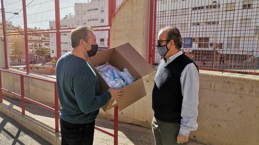 Más mascarillas gratuitas en El Campello para los institutos y la asociación de extranjeros