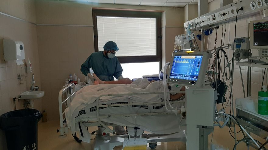 Elche, camino de los 400 ingresados por covid en los dos hospitales y dos fallecidos más