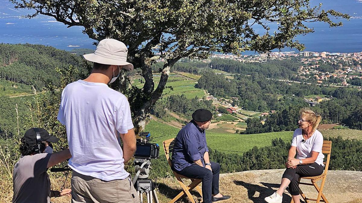 X. H. Rivadulla Corcón y Lolita García, durante el rodaje del programa. |   // PRODUCCIÓNS CELTA