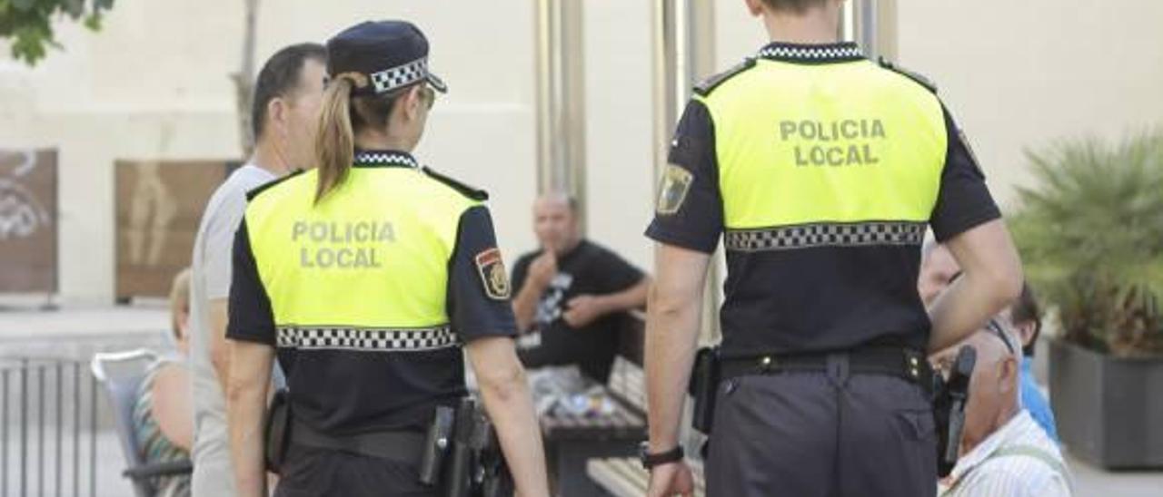 Ontinyent pregunta a los vecinos por el servico de Policia de Barri