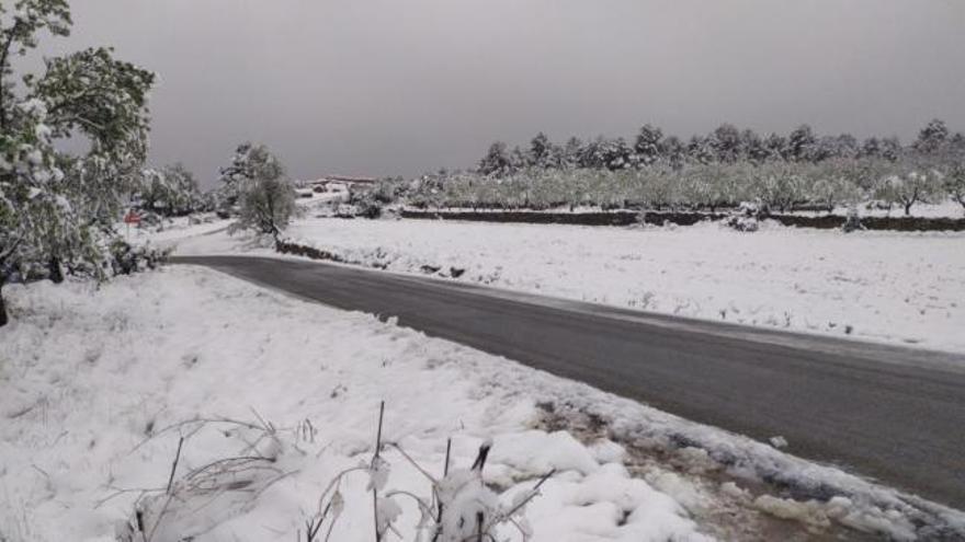 La nieve cubre Los Serranos
