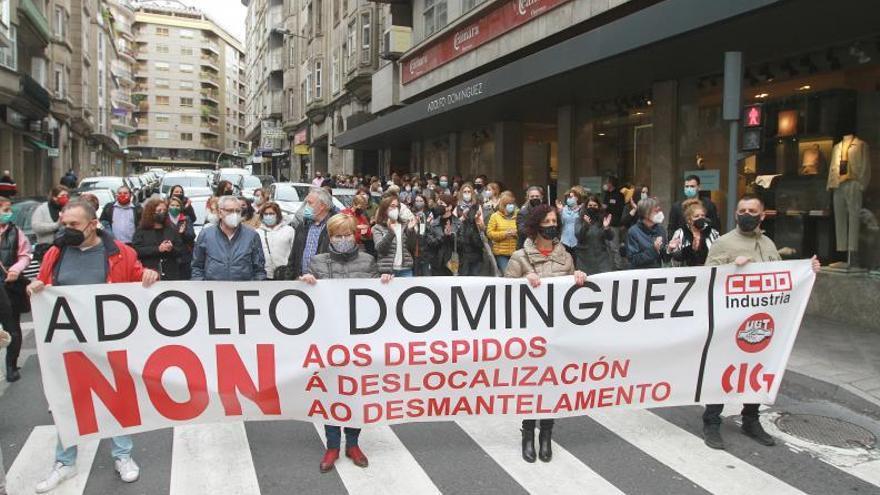 El personal de Adolfo Domínguez protestan por el ERE de la empresa