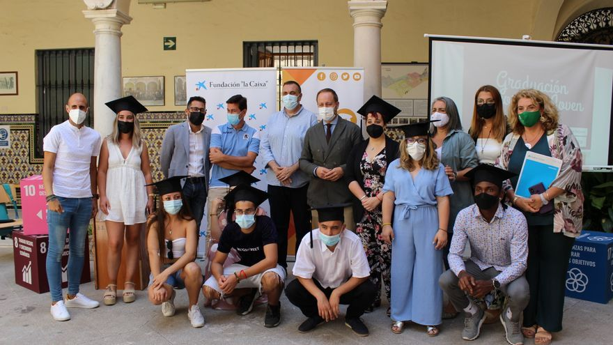 Treinta jóvenes retoman su educación y doce ya tienen su título gracias a la Fundación 'la Caixa' y Arrabal-AID