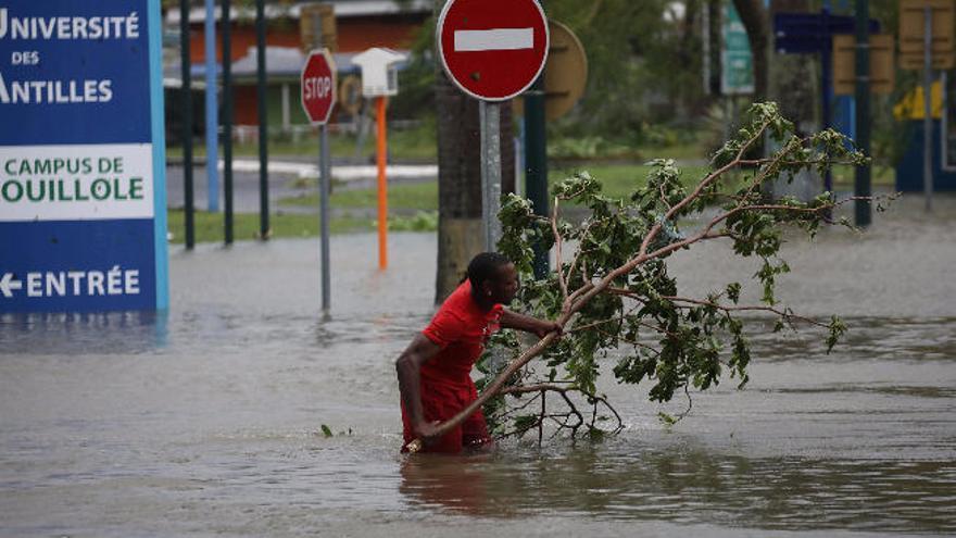 El destructor huracán 'María' aún se fortalece más con rumbo a Puerto Rico
