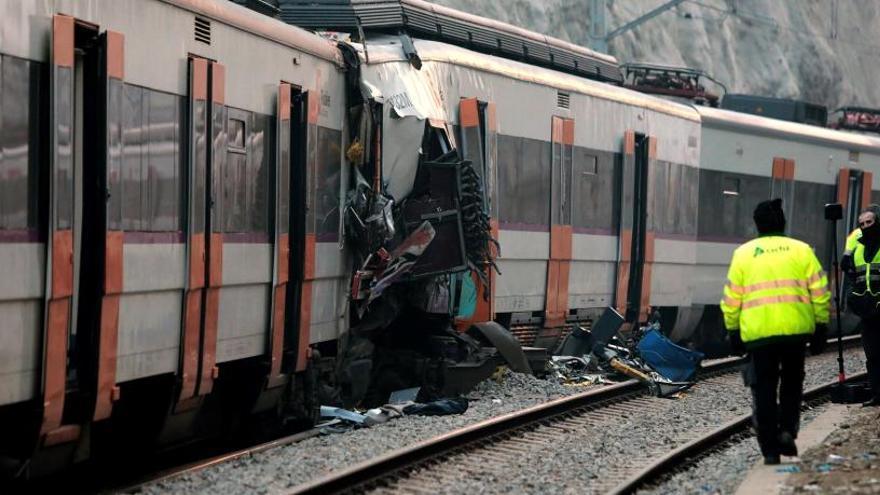 Tres de los heridos en el accidente de tren en Barcelona siguen graves