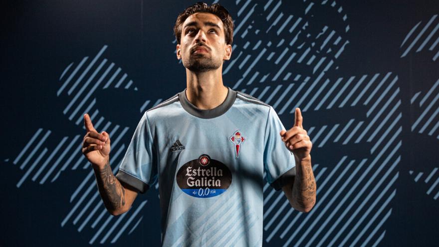 Diseño geométrico, detalles en gris y QR exclusivos en la camiseta del Celta para 2021-2022