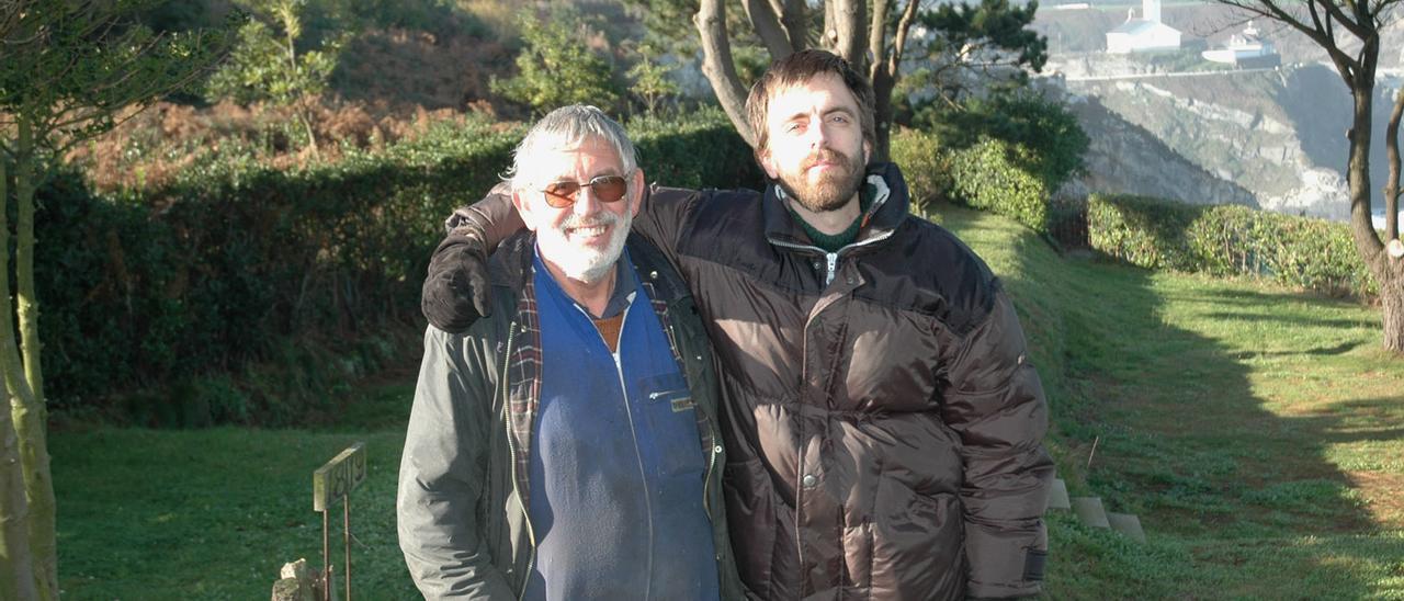 Dario Jan Wagenaar con su padre, Humberto, en una foto en el camping hace años.