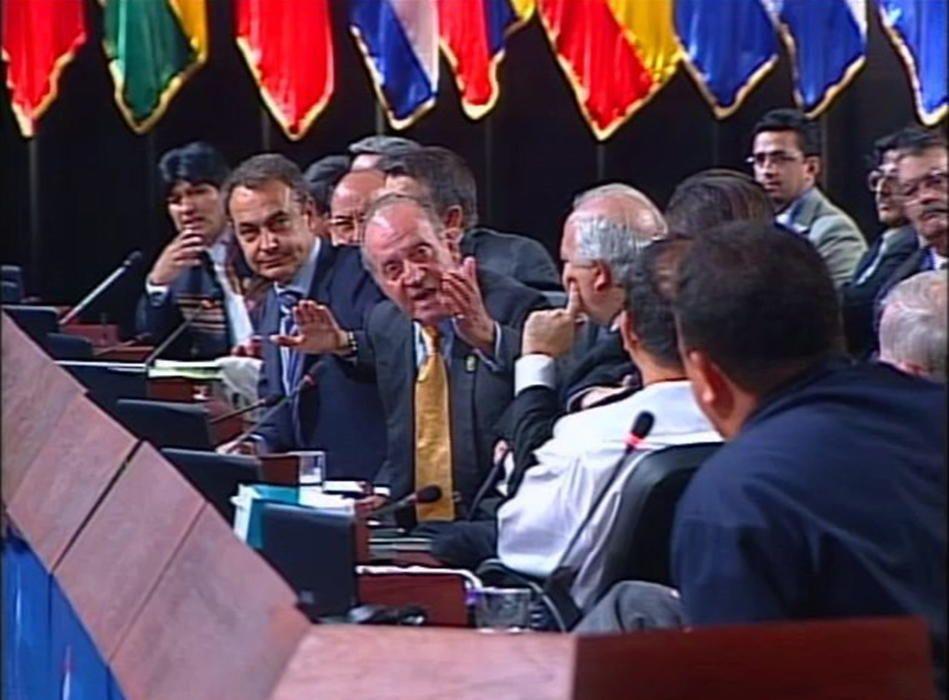 Imagen del polémico ''¿Por qué no te callas?'' a Hugo Chávez en 2007 tras las palabras que el difunto presidente de Venezuela le dedicó al expresidente del Gobierno Jose María Aznar.