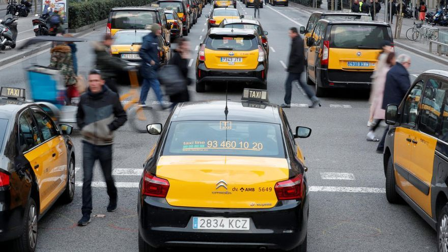 Deu claus per entendre el conflicte entre taxistes i VTC a Barcelona
