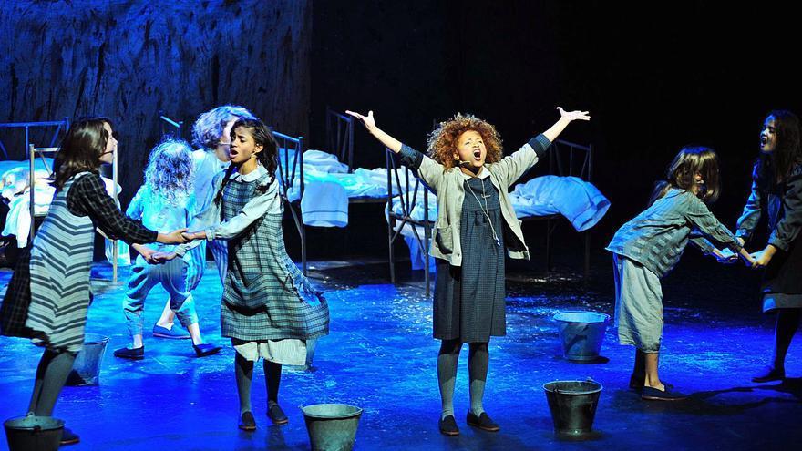 """«Annie», música y ternura en el Principal de Alicante, y """"Hiit"""", del ciclo Abril en Danza, en l'Escorxador de Elche"""
