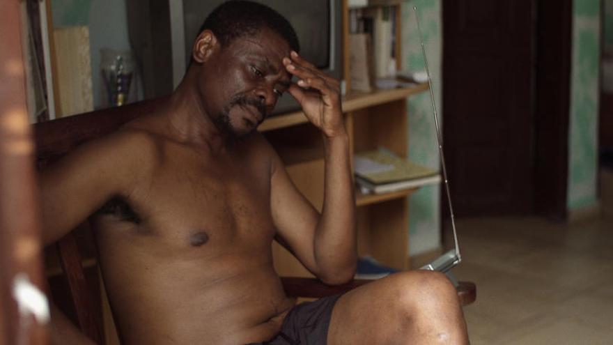 «Hi ha moltes llars a Guinea amb electrodomèstics cars però sense cap llibre»