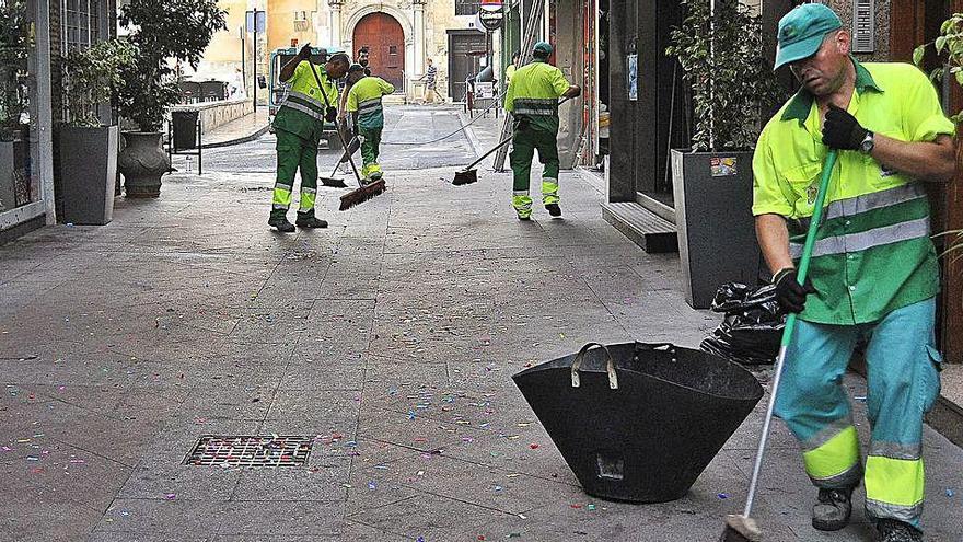 Elche baraja que la nueva contrata de basuras no arranque hasta junio de 2021