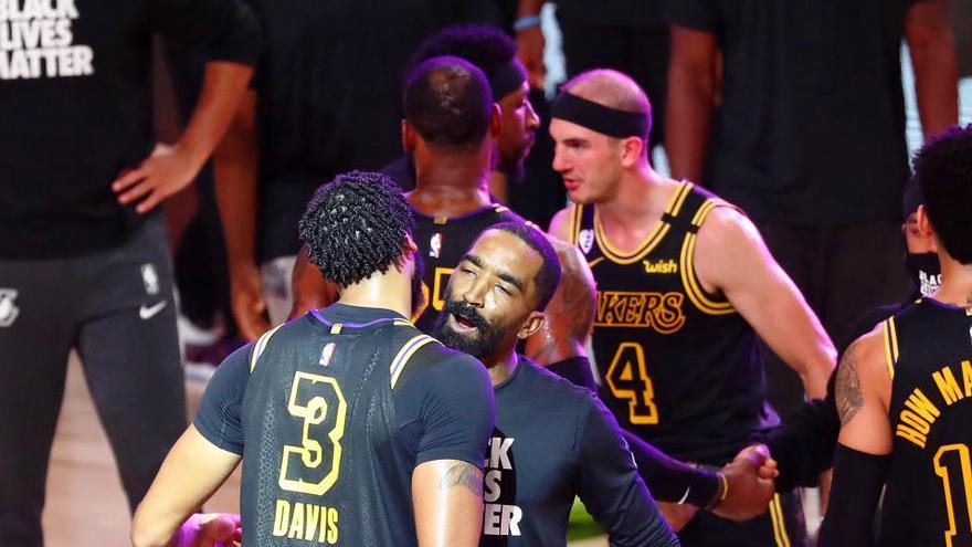 Los Lakers y los Bucks logran su primer triunfo en semis