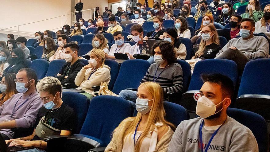 Estudiantes de Medicina debaten sobre actualidad sanitaria en la UIB