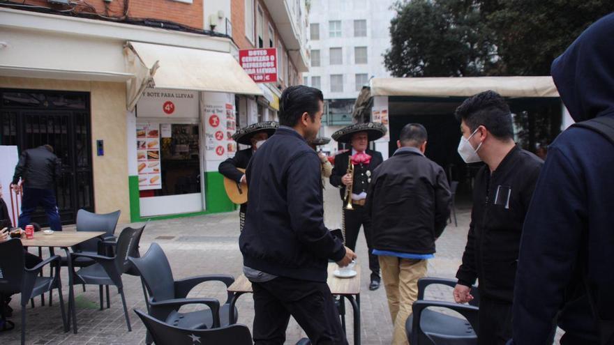 Acto de protesta a Meriton con mariachis