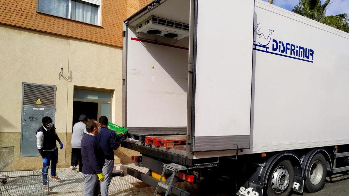Disfrimur distribuye productos de primera necesidad a la Fundación Hospitalidad Santa Teresa