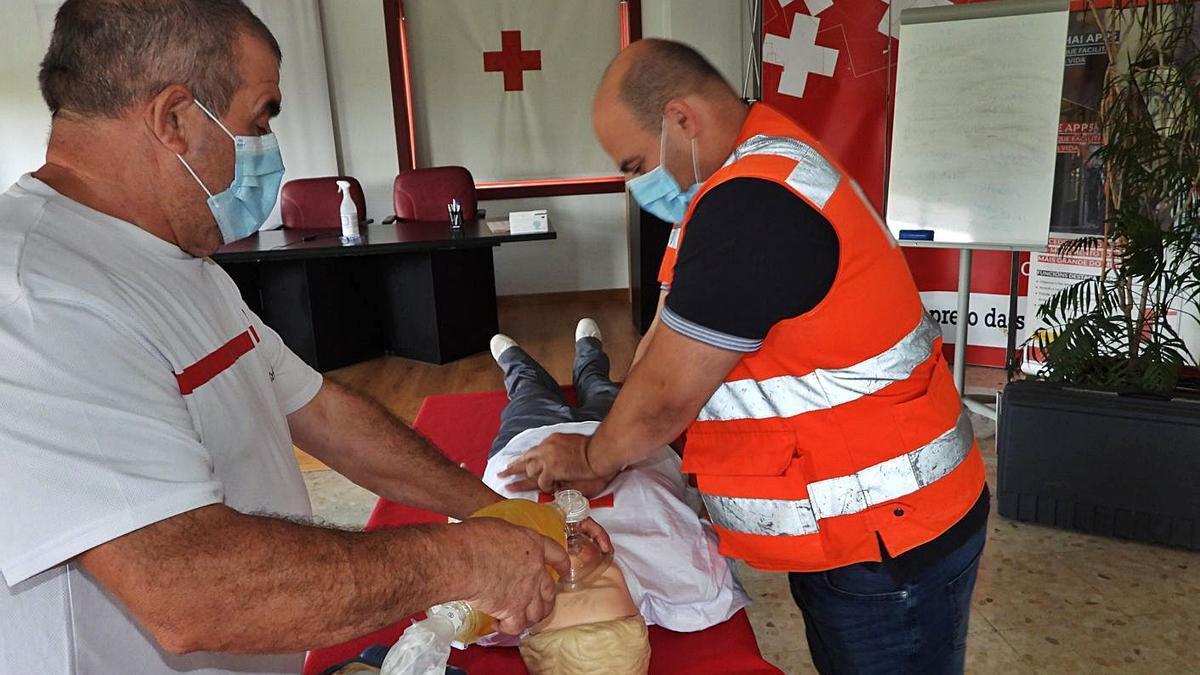 Cada año la entidad organiza varios cursos de primeros auxilios en la provincia. |   // FERNANDO CASANOVA