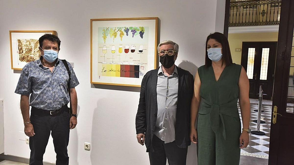 Antonio Lafuente, Octavio Colis y Noelia Losada, junto a un dibujo sobre los colores de los vinos de Málaga. | L.O.