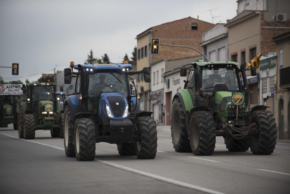Una vintena de tractors encapçala la marxa lenta contra els macroprojectes de renovables