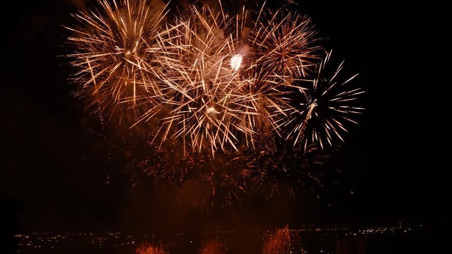 La Nit del Foc llena de color el cielo de València