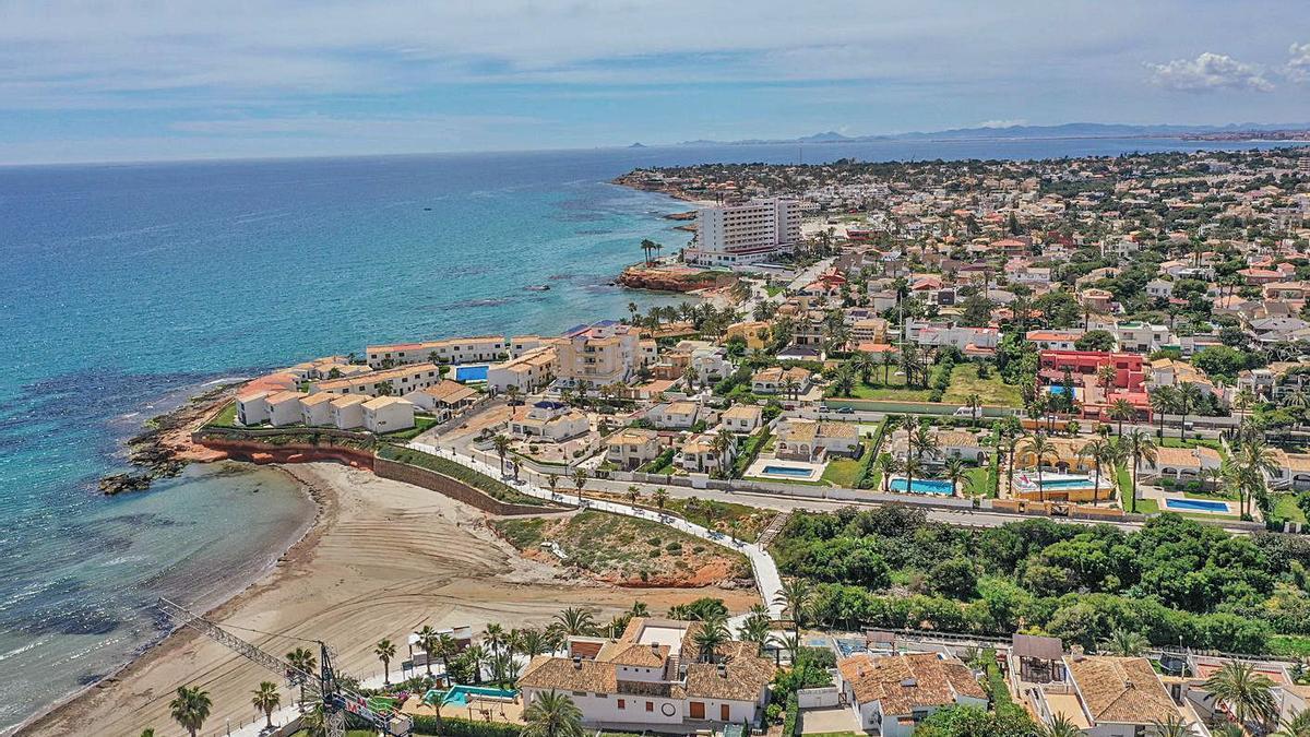 Casas del litoral oriolano, limítrofe con Torrevieja y Pilar y a 30 kilómetros del centro de Orihuela. | TONY SEVILLA