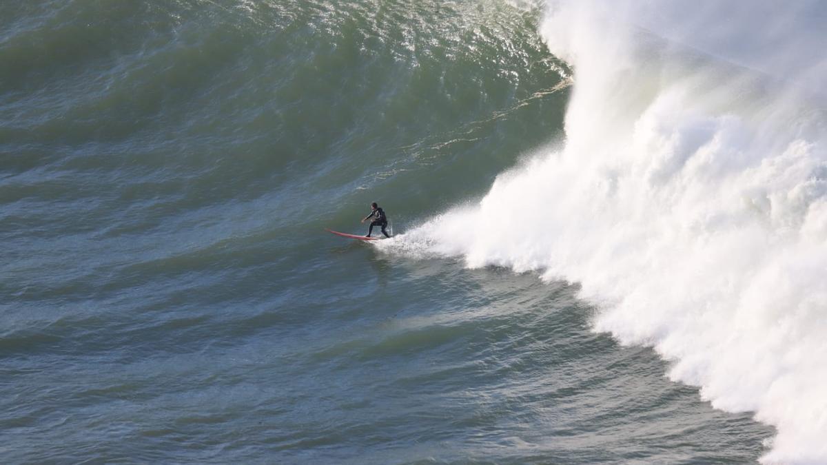 El surfista coruñés Juan Fernández.