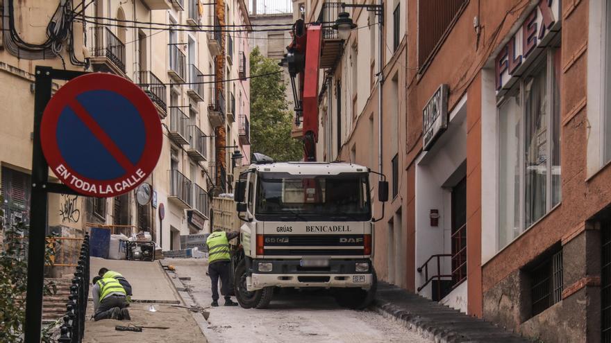 Las obras de la Costera del Gurugú en Alcoy obligan a reabrir al tráfico dos calles del centro el fin de semana