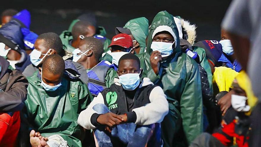 Canarias identifica tres brotes  en centros de menores migrantes