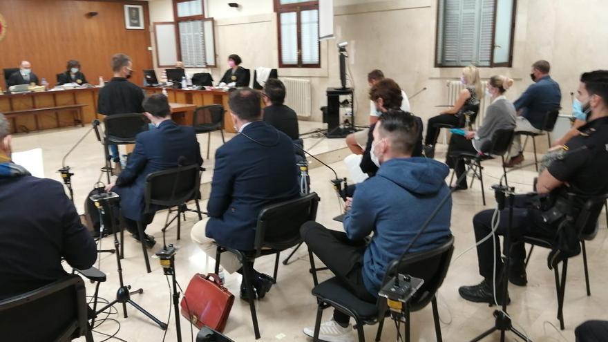 Siete narcos de Magaluf aceptan entre uno y cuatro años de cárcel por un delito contra la salud pública