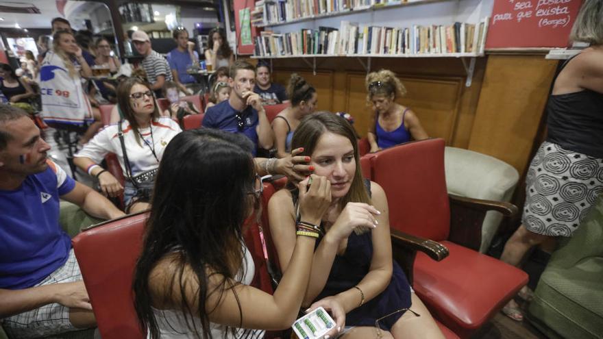 Aficionados franceses celebran el Mundial en Palma