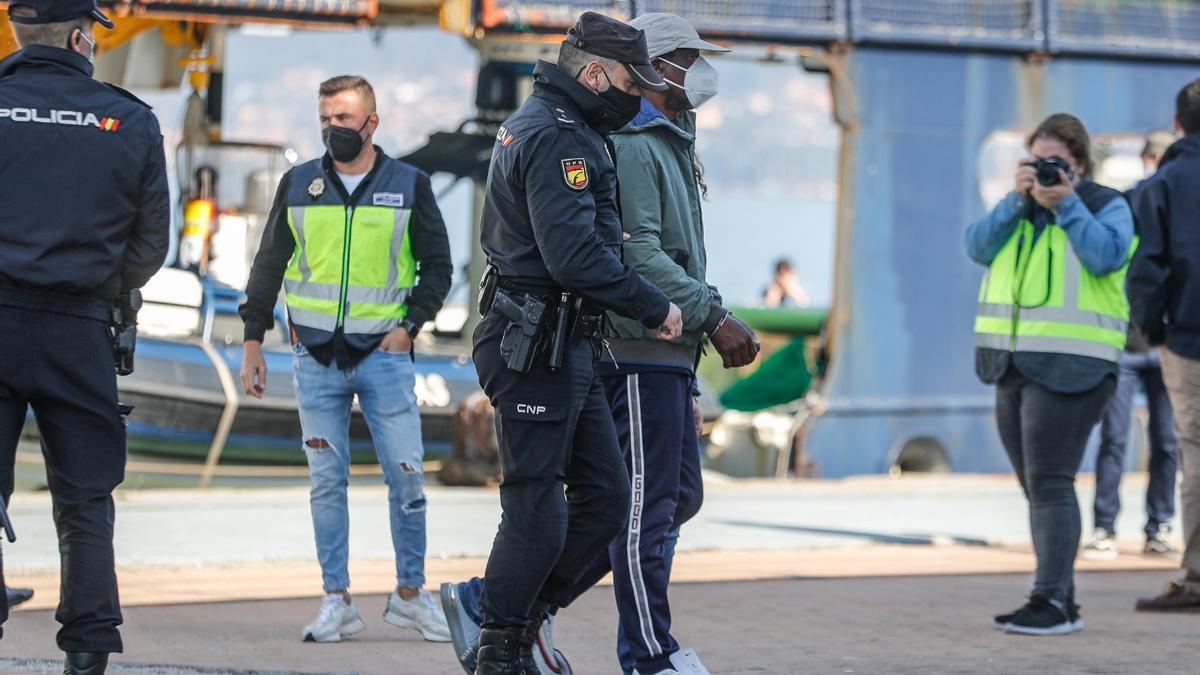 El velero interceptado en el Atlántico con dos toneladas de cocaína llega a Vigo
