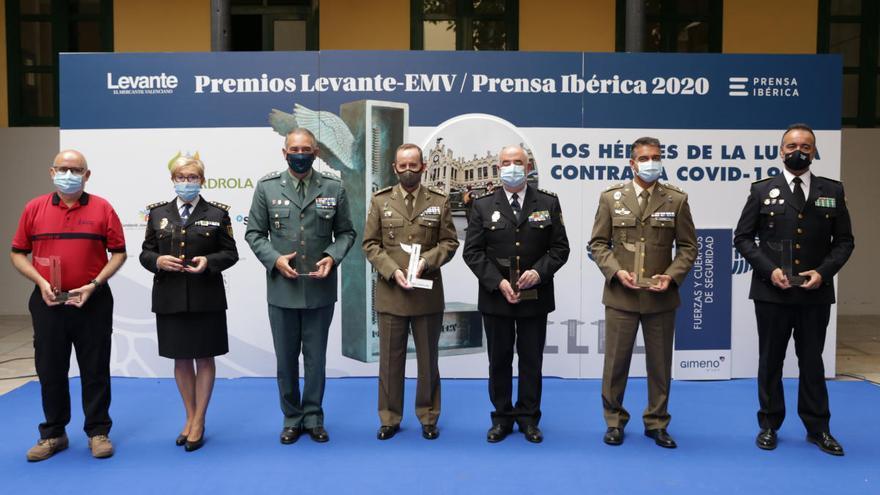 """Levante-EMV entrega los premios """"heróes"""" de la covid-19 a las fuerzas de seguridad y armadas"""