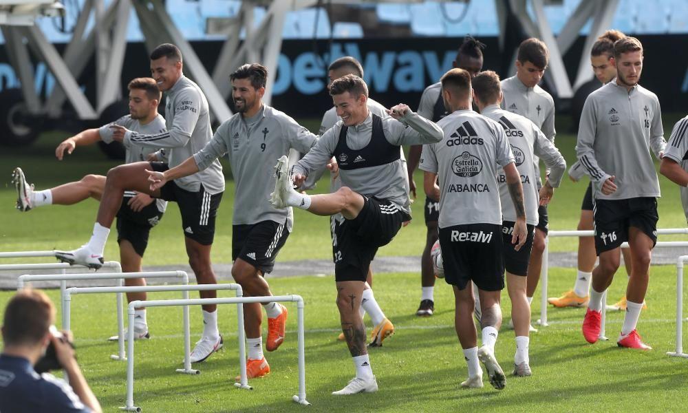 Óscar García dirige a sus jugadores en Balaídos antes de disputar este sábado su primer partido del curso como local.