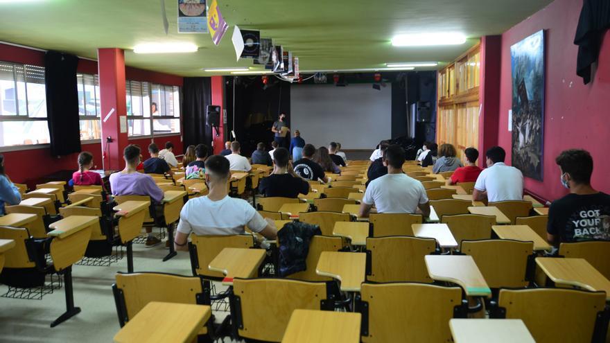 Educación autoriza a alumnos del IES María Soliño a cursar Francés sin llegar al cupo
