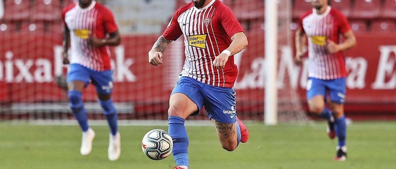 Álvaro Vázquez, en un partido con el Sporting.