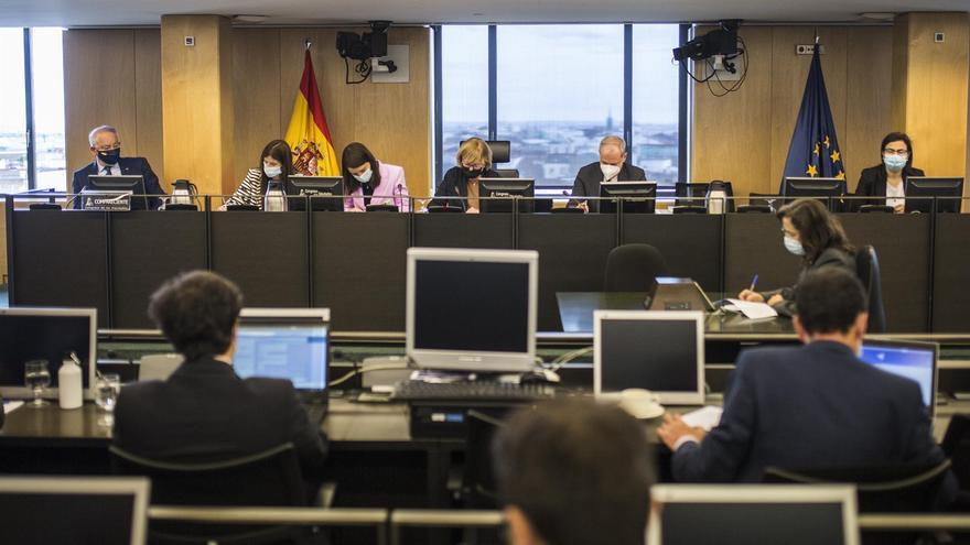 La comisión Kitchen acuerda aplazar la comparecencia de Rajoy y Fernández Díaz