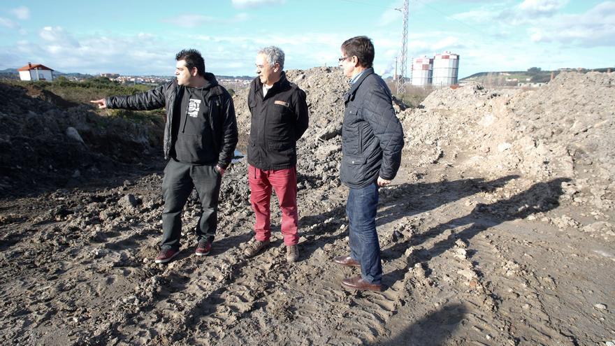 El Principado elaborará un estudio sobre la fosa de La Pinera, en Llaranes