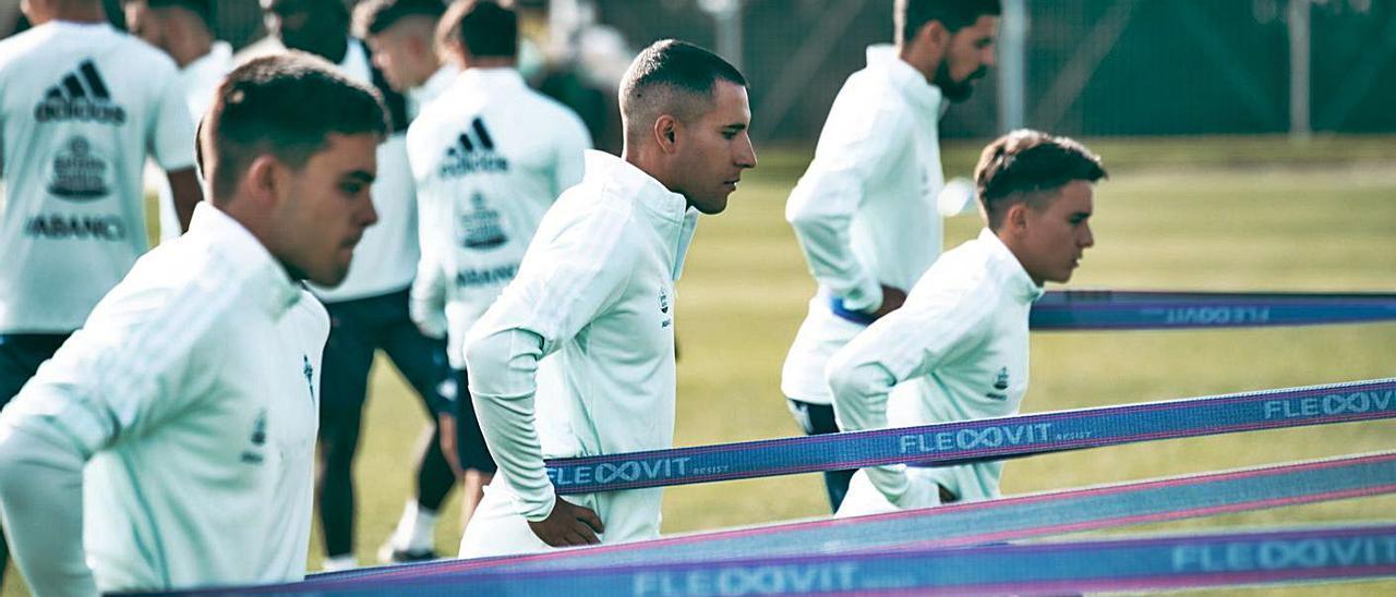 Fran Beltrán, Hugo Mallo, Cervi y Nolito, en pleno esfuerzo, durante el entrenamiento de ayer.    // RC CELTA
