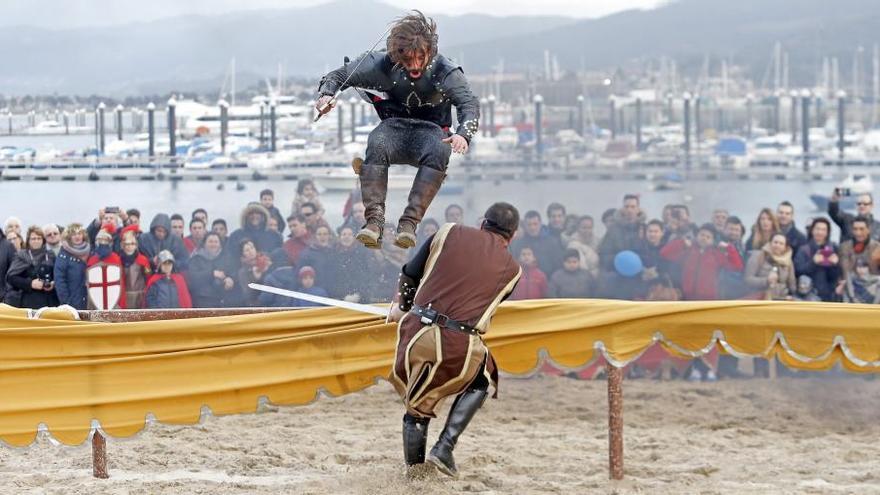 Caballeros de diferentes reinos lucharán  en el torneo medieval en la playa Ribeira