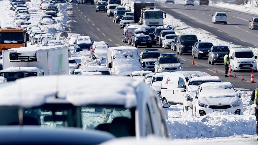 Un total de 545 carreteras siguen afectadas por hielo y nieve