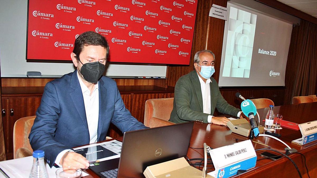 Manuel Galdo, director, y Antonio Couceiro, presidente, presentan el balance de la Cámara.     // L.O.