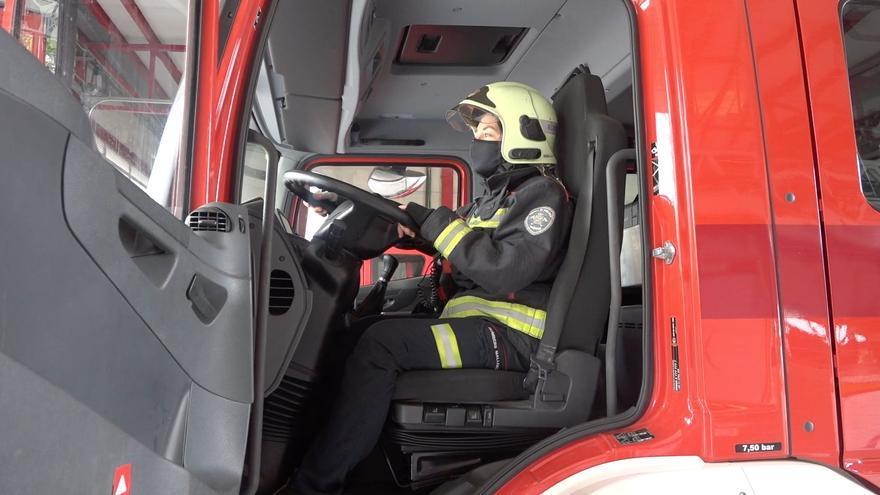 Antònia Guillem, bombera de Alcúdia: «Con el uniforme no hay diferencia entre mis compañeros»