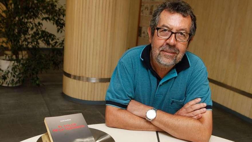 """Juan Muñoz: """"Me tientan todos los géneros literarios, la verdad"""""""